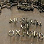 Wyprzedaż starych map w Museum of Oxford